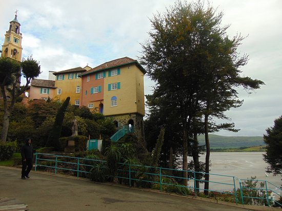 Portmeirion, UK: Houses with views of the bay below.