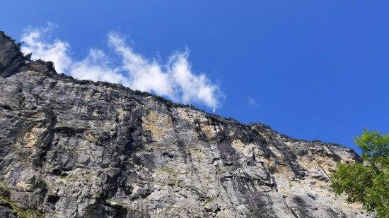 盧德本納山谷瀑布照片