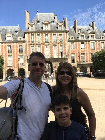 Photo of Monument / Landmark Place des Vosges at Place Des Vosges, Paris 75004, France