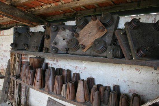 Strumenti Per Lavorare Il Legno : Falegname maschio a lavorare il legno con la matita sul posto di