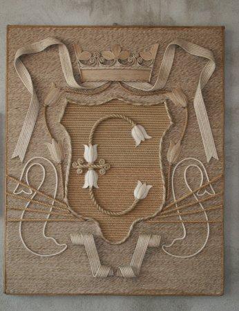 Carmagnola, Italia: Riproduzione di uno stemma fatto con corde