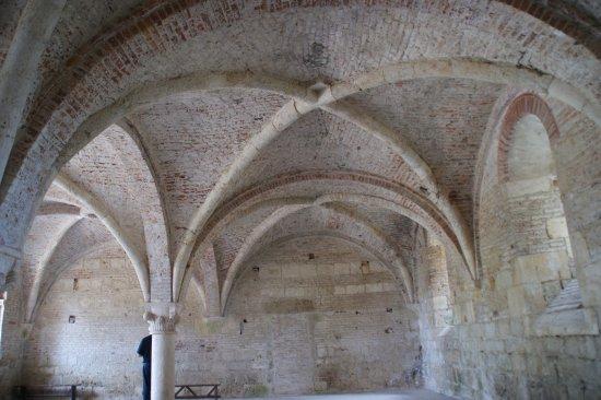Chiusdino, Italië: erhaltenes Gewölbie in Abtei