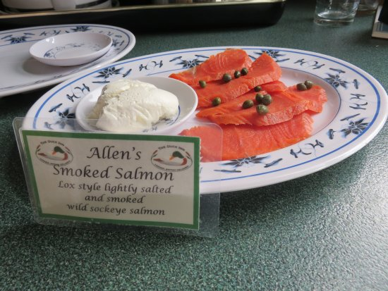 Duck Inn: Smoked salmon for breakfast