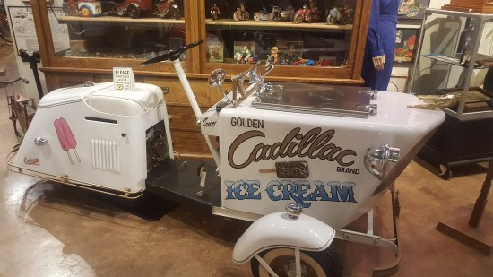 Anamosa, IA: Bike Ice-cream (could use one right now)