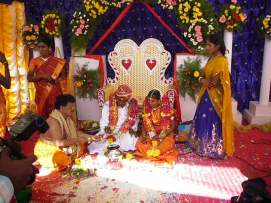 Prasanthi Nilayam: Matrimonio con rito hindu