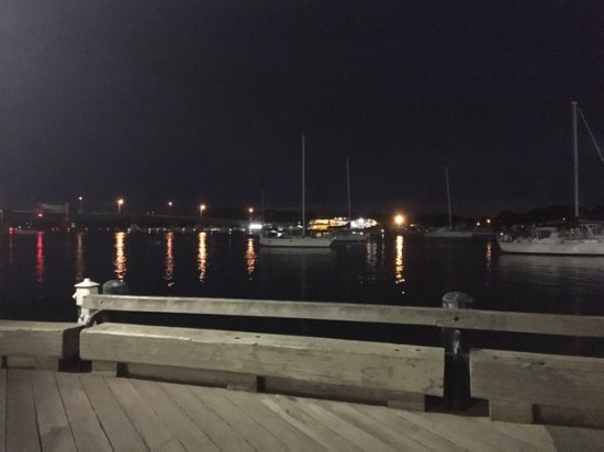 Newburyport, MA: Harbor lights; evening view from inside the Black Cow.