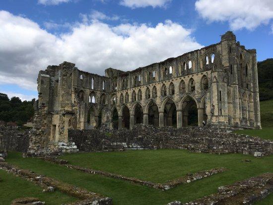 Хелмсли, UK: Ruins