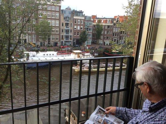 Frans Balkon Met Zicht Op De Gracht Bild Von Luxury Suites