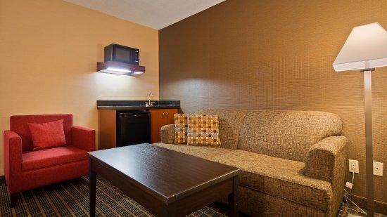 Best Western Plus Burlington Inn & Suites Photo