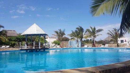 Jacaranda Beach Resort : Piscina centrale nella zona resort