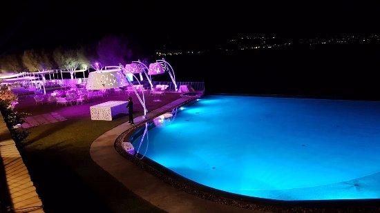 """Villa Guarracino: la meravigliosa piscina """"sul mare"""""""