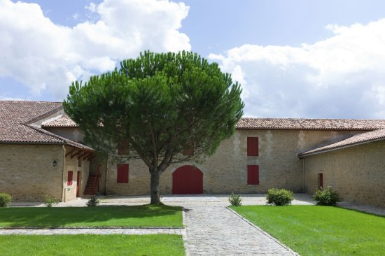 Barsac, Fransa: Building where the wine is stored