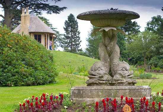 Biggleswade, UK: Seasonal planting in the Swiss Garden