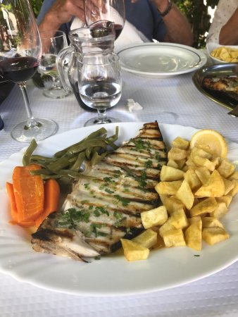 Restaurante O Lourenco: Amazing food, fresh, great service and atmosphere. House wine perfect