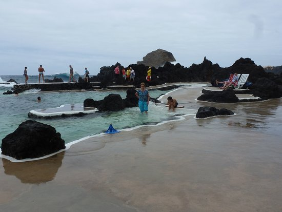 Porto Moniz Natural Swimming Pools: Fun loving swimmers!