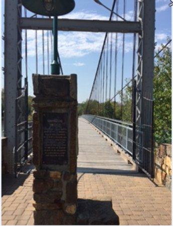 Warsaw, MO: Suspension Bridge