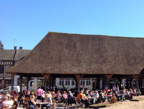 Office de Tourisme Lyons Andelle: Terraces of restaurant in Lyons-la-Forêt