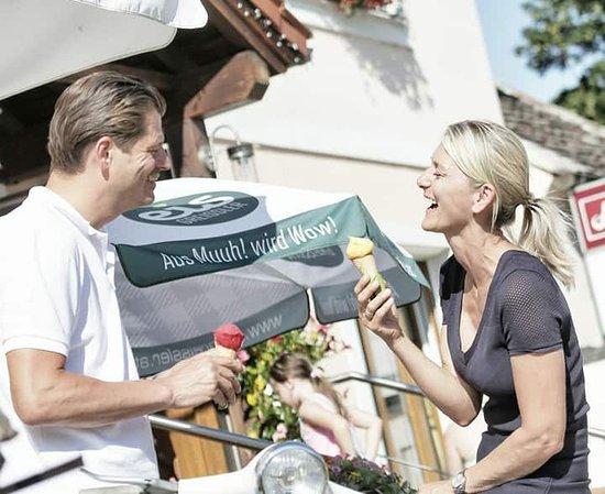 Voesendorf, Austria: Eis Greissler Eis beim Schlossheurigen