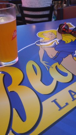 Blondies Sports Bar & Grill : cold fresh beer