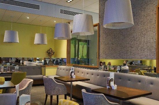 Hensol, UK: The dining room, stylish surroundings