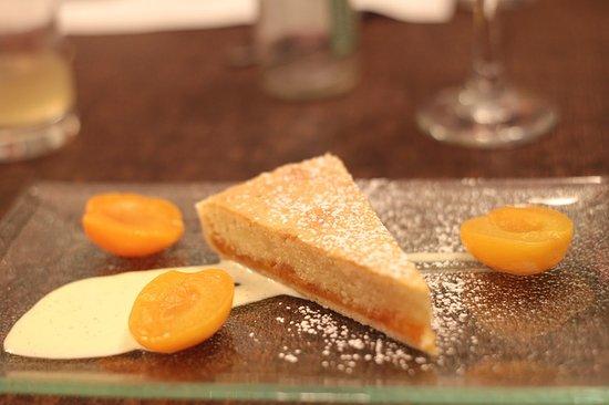 Hensol, UK: Nice apricot tart