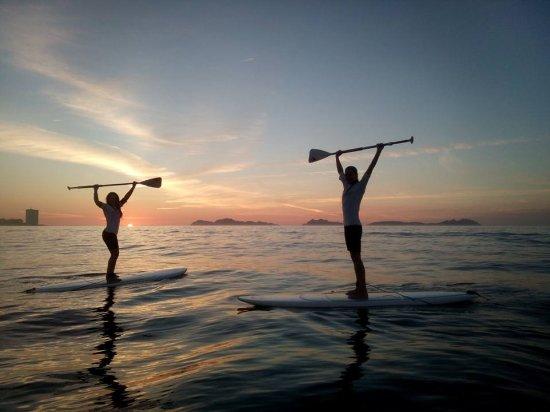 disfruta con tus amigos de puestas de sol magicas: fotografía de ...