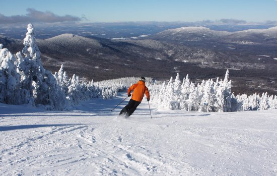 Carrabassett Valley, เมน: Soft snow and blue skies