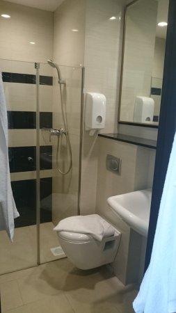 V Hotel Bencoolen: DSC_0104_large.jpg
