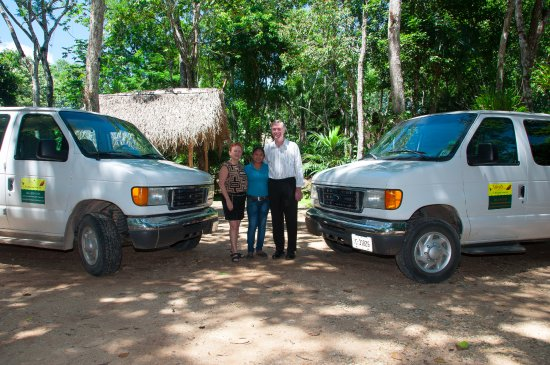 Mariposa Jungle Lodge: Your hosts, Jim & Sharyn, and general manager Nelmarie