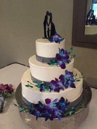 Neenah, WI: simple wedding cake