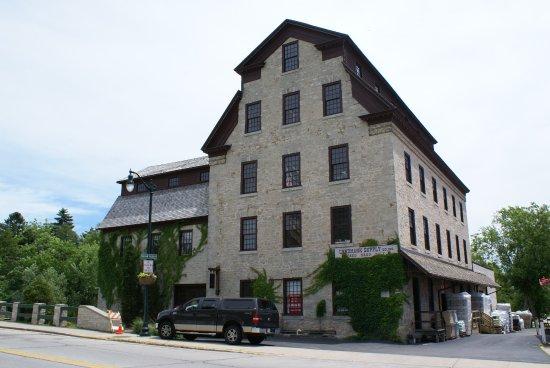 Cedarburg, WI: Schöne Gebäude auf der Hauptstraße
