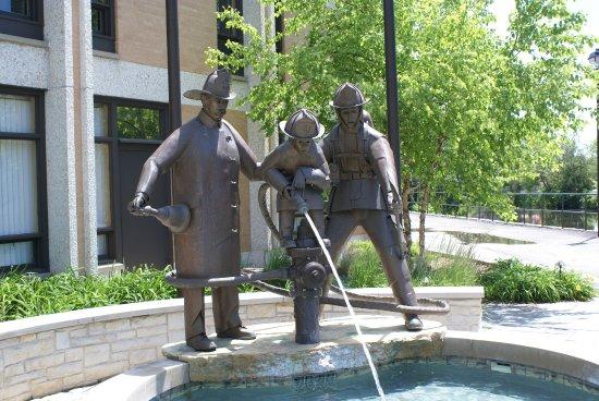 Cedarburg, WI: Feuerwehrdenkmal