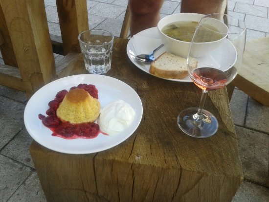 Mikulov, Tjeckien: Soup with wine