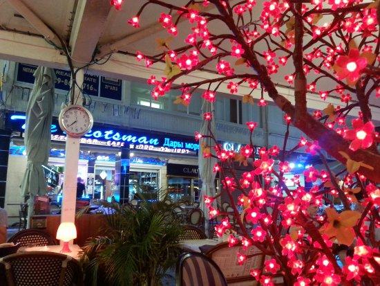 The Scotsman( Dary More): вечерняя подсветка в ресторане