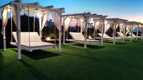 Birikos Studios: Swings...Pool Area!