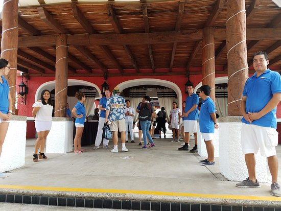 Club Med Ixtapa Pacific: Loved the welcome with the GO's lined up to greet us.