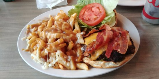 Lakefield, Canada: Cheeseburger with Bacon and Poutine! Amazing!