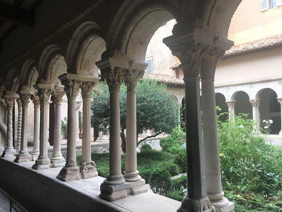 Cathedrale St. Sauveur: Kreuzgang