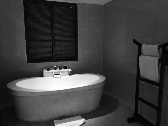 Plataran Ubud Hotel & Spa: Soaker tub in the villa suite