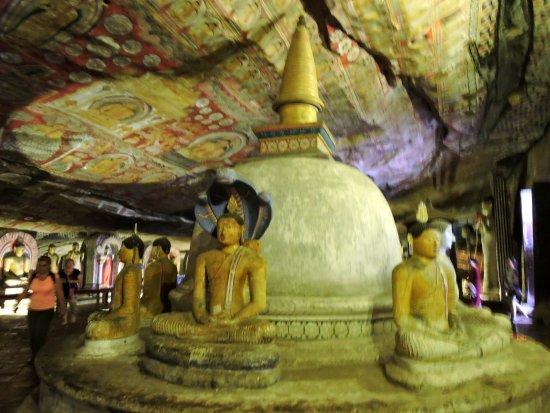 Dambulla, Sri Lanka: budhas