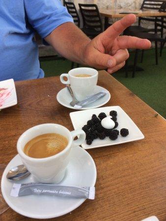 Ruoms, Frankrike: la delicatesse jusqu'au café