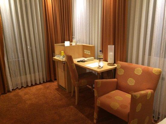 Buxtehude, Tyskland: Impecables instalaciones con comoda cama y juego de almohadas. Servicio gratuito de tes e infusi