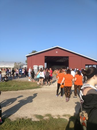 Oswego, IL: The farm stand barn