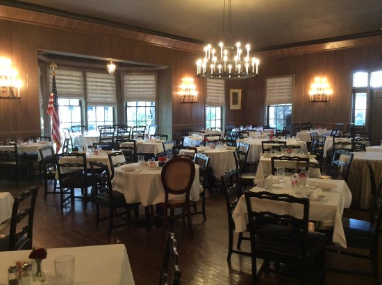 Carriage House Restaurant: Inside the Carriage House