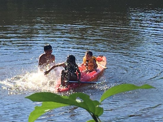 kids swimming in Missisquoi River -Canoe &Co Glen Sutton