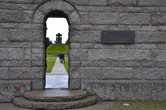 La Cambe, Frankreich: L'entrée du cimetière allemand en Normadie
