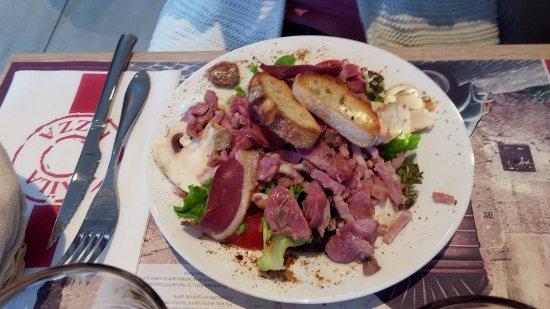 Champniers, Frankrijk: salade périgourdine