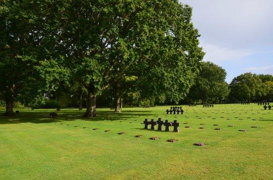 La Cambe, Frankreich: les stèles du cimetière allemand en Normadie