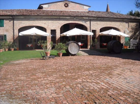Province of Modena, Italy: dal cortile