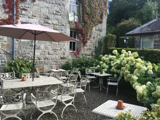 Glaslough, Irlanda: Outside dining area